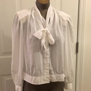 CEO petites 12p white poly bow front blouse